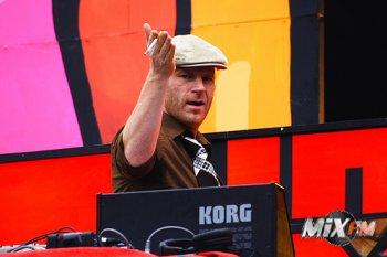 Junkie XL - В восьмидесятые годы я сотрудничал вместе с советской группой под названием «Телевизор»