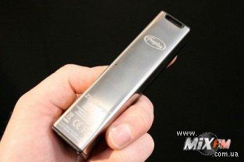 Скоростное зарядное устройство заряжает за 60 секунд