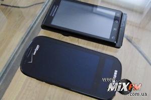 Samsung выпустит телефон с двумя дисплеями